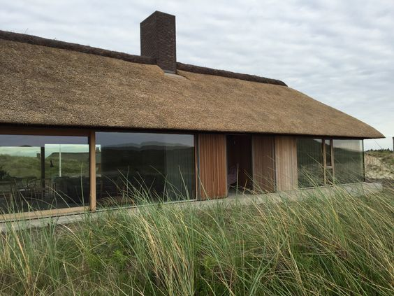 DESIGNING FOR THE FUTURE: Trends we need to consider now / CGTrader blogger competition | Thatched modern house