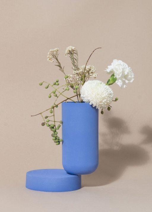 Los Objetos Decorativos, cobalt vase