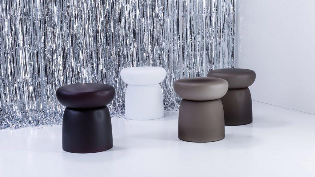 La nouvelle collection de tables Delight pour Pulpo est le fruit de verre soufflé à la finition mate, design par Sebastian Herkner.