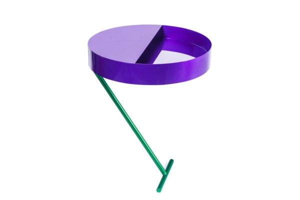 Comprendre la couleur de l'année grâce à des références de produits et mobilier design de la bonne couleur Pantone Ultra Violet 2018.