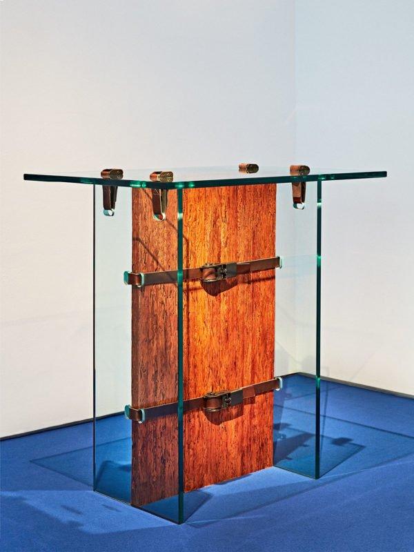 Le designer Jorge Penadés Serrano a présenté sa première exposition solo, Poli-Piel, exclusivement pour la galerie Machado- Muñoz, lors de la Madrid Design Week 2018.