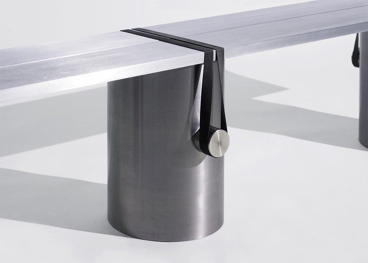 Le designer Johan Viladrich révèle les détails et les connections du mobilier qu'il conçoit.