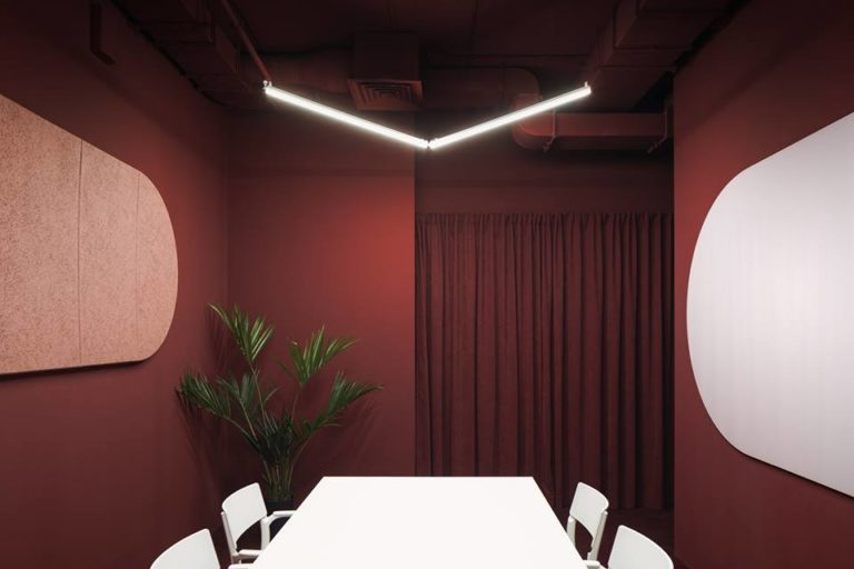 Studio11 a récemment réalisé l'architecture d'intérieur des bureaux de l'entreprise PandaDoc, à Minsk, un projet moderne à l'impact visuel et sociétal fort.