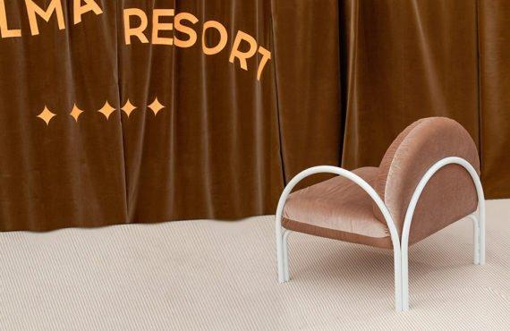 Le studio Palma de Alma rend hommage à l'esthétique des hôtels des années 90 avec leur collection de mobilier Resort.