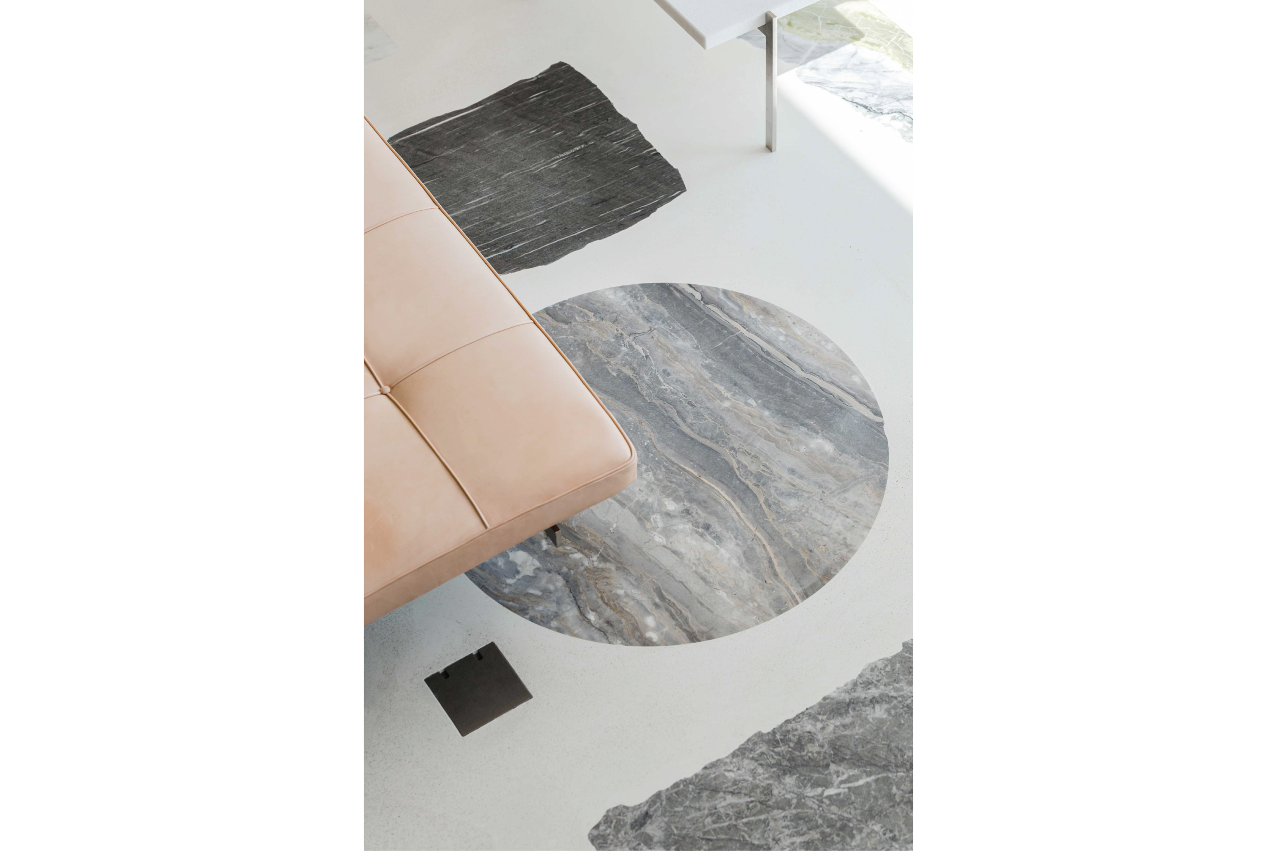 Apartment with minimalist design and marble floor by Do Architects.