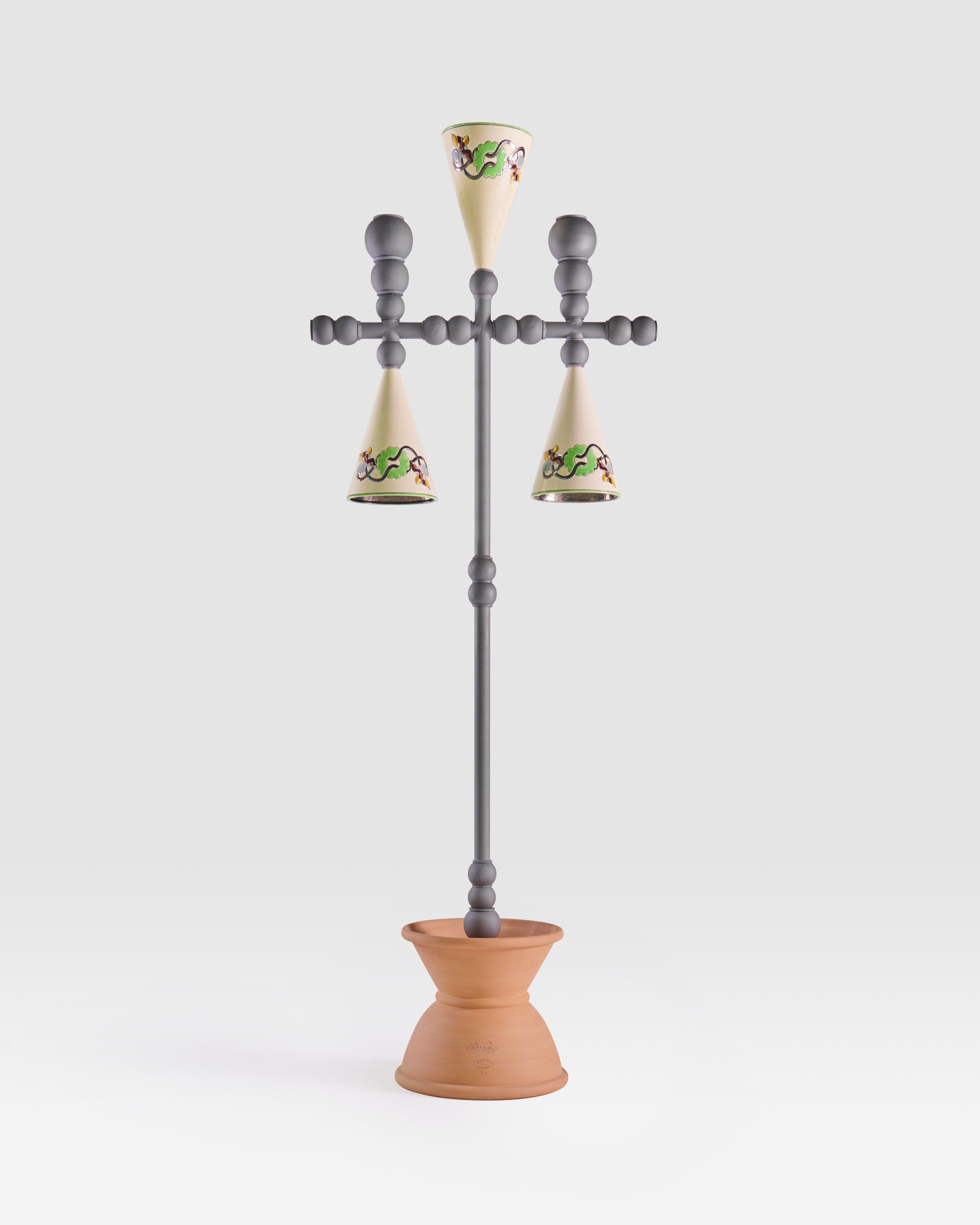 Pierre Marie présente Olu Nelum, une exposition d'objets qui a lieu au sein de sa galerie.