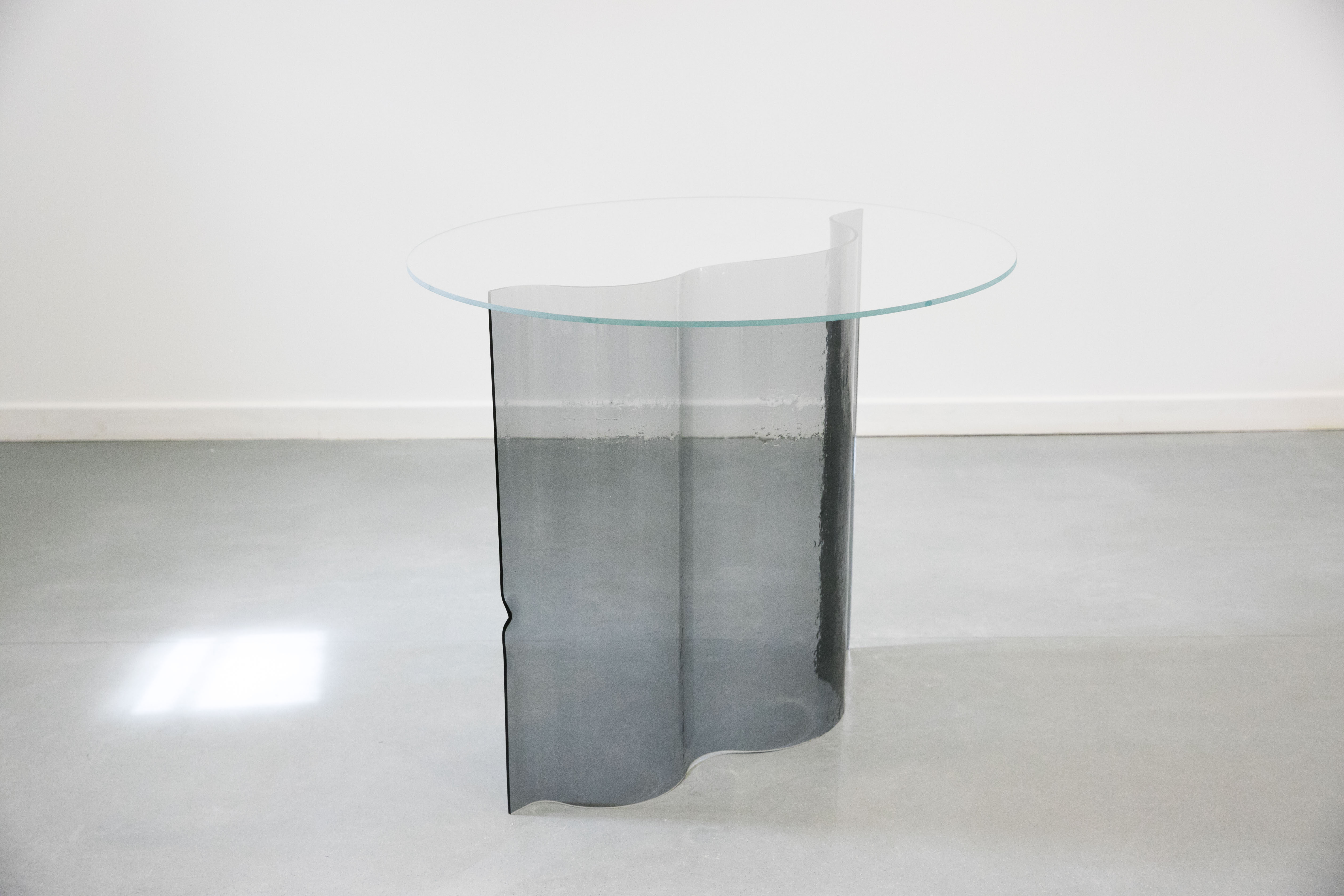 Sophia Taillet, table haute en verre Curve