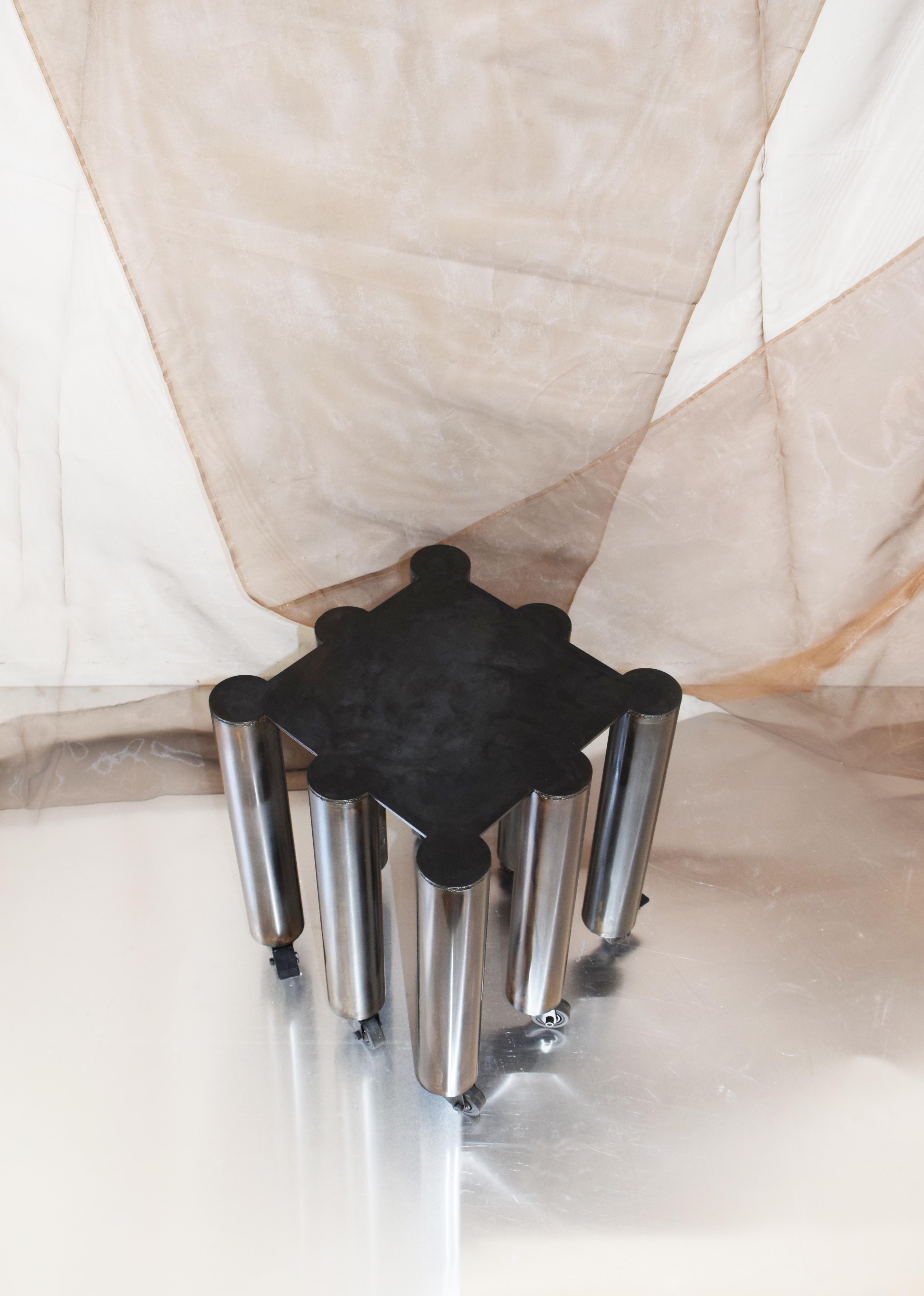 8 Legged Stool on Wheels par Wendy Andreu